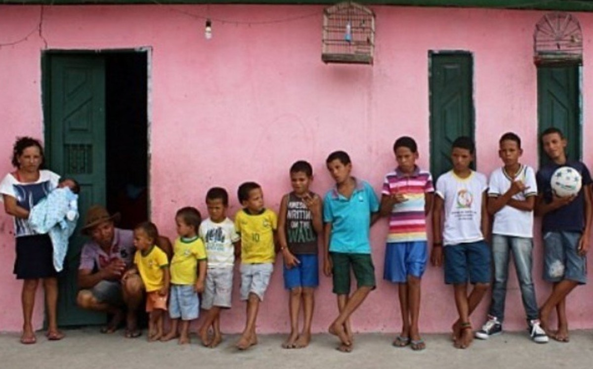 Man has 14 children; names them as soccer players with letter R