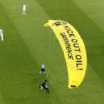 Activist loses parachute control and falls into the Allianz Arena