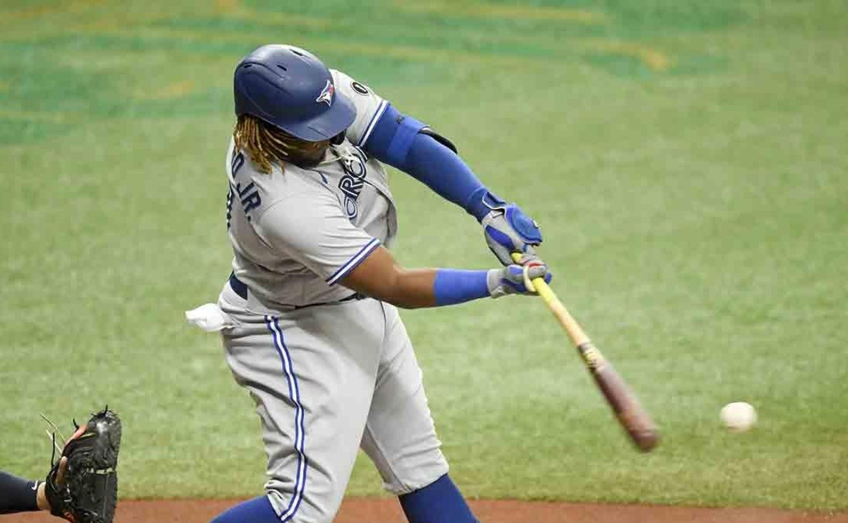Alex Cora overflows with praise for Vladdy Jr. after harsh punishment of his Red Sox
