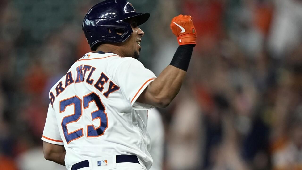 Altuve leads historic Astros offense