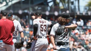 D-backs reach 23 in a row on the road, new MLB mark