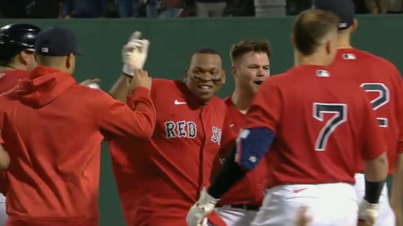 Devers' golden hit gives Boston win