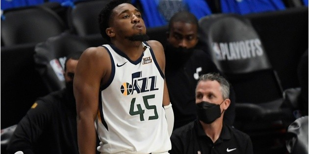 Epic! Donovan Mitchell's reaction after learning that Terance Mann only missed 6 shots goes around the world