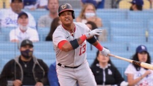 Starlin Castro to Nats restricted list for family matters