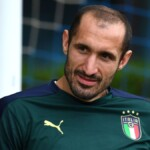 Chiellini, this is the captain of Italy and doctor in Economics who is without a team