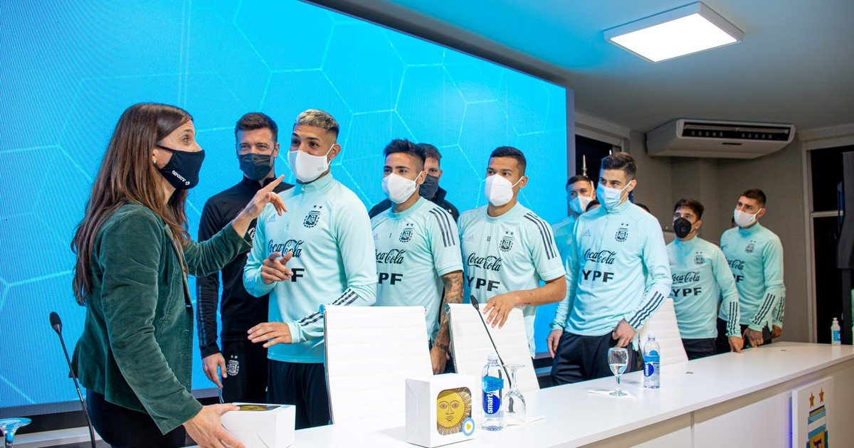 The Sub 23 received the Argentine flag before the trip to Tokyo