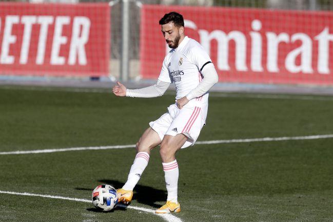 Mario Gila plays the ball for Real Madrid Castilla-Las Rozas de Segunda B.