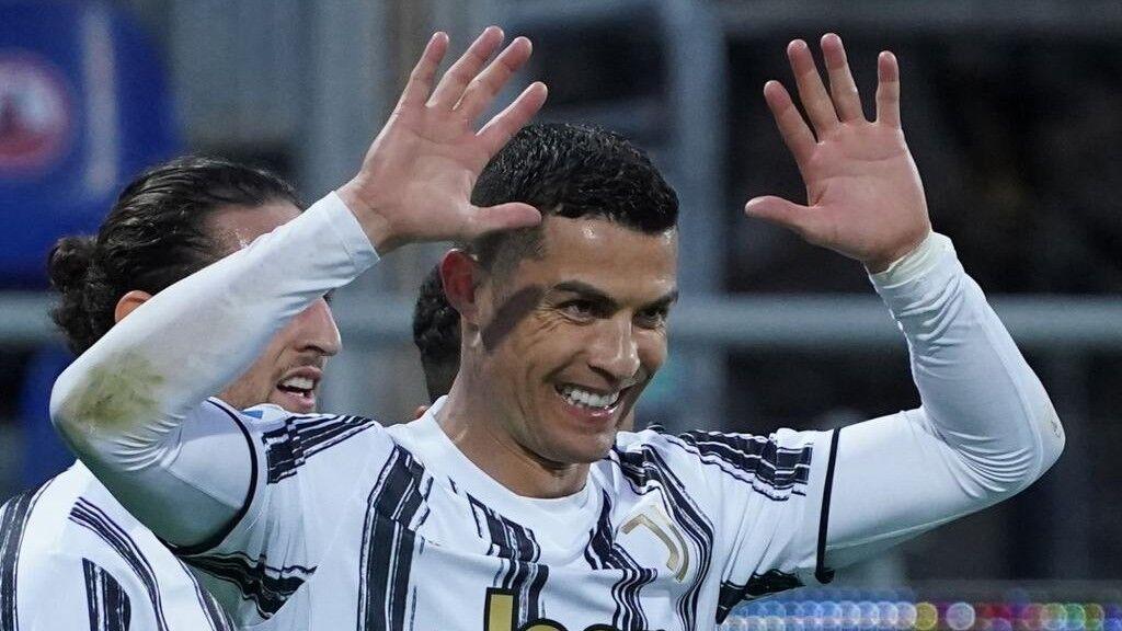 1626422850 Cristiano Ronaldo Juventus and Messis mirror