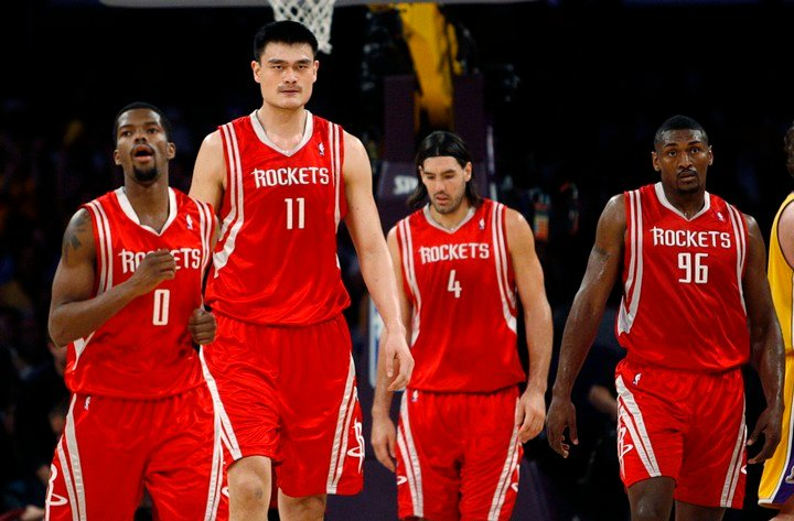 Aaron Brooks, Yao Ming, Luis Scola and Ron Artest, great team without a crown in the NBA. Photo: Reuters