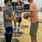 Ginobili visited the basketball team in Las Vegas: talks, tips and more