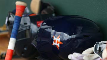 The Astros released Héctor Velázquez