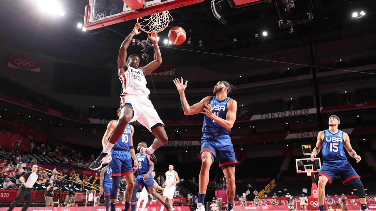 Surprise! The 'Dream Team' of the USA falls to France in basketball in Tokyo and takes away an undefeated 17-year-old