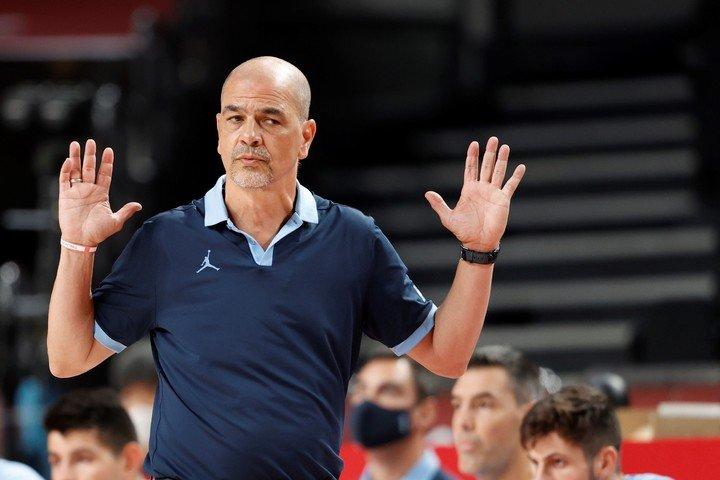 Sergio Hernández in the loss vs. Spain. (EFE)