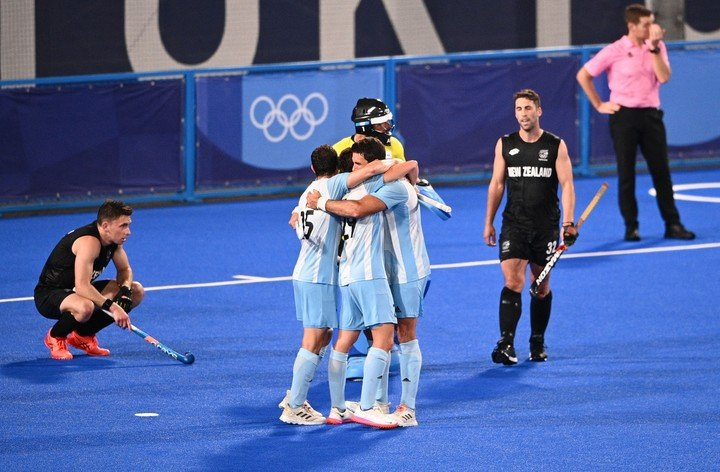 The men's field hockey team advanced to the quarterfinals with a win over New Zealand. (Photo: MARTIN BUREAU / AFP)