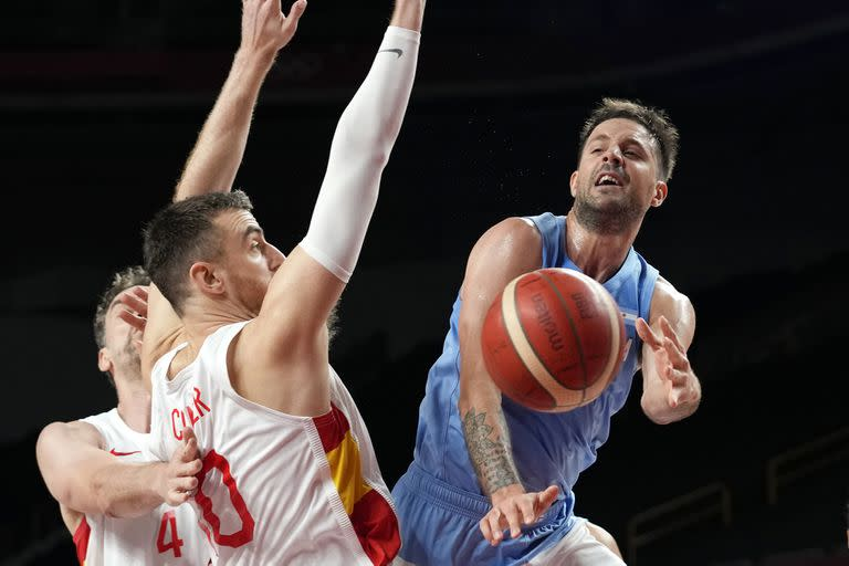 Nicol & # xe1; s Laprovittola had a formidable start against Spain, but then faded & # xf3; and fell & # xf3; in some of the flopping that Luis Scola warns about.
