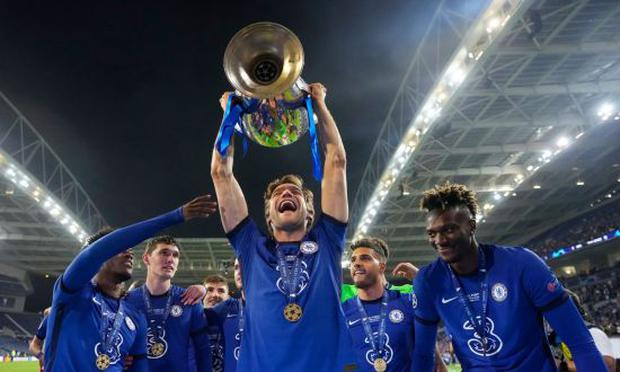 Marcos Alonso lived the Champions League final on the Chelsea bench. (Photo: Twitter)
