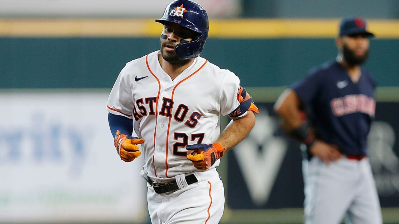 Altuve celebrates 10th anniversary with two HR