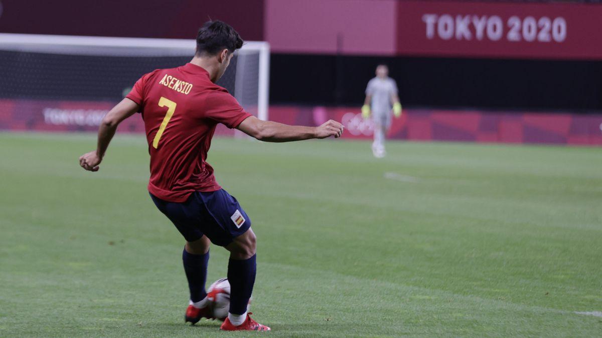 Asensio takes command