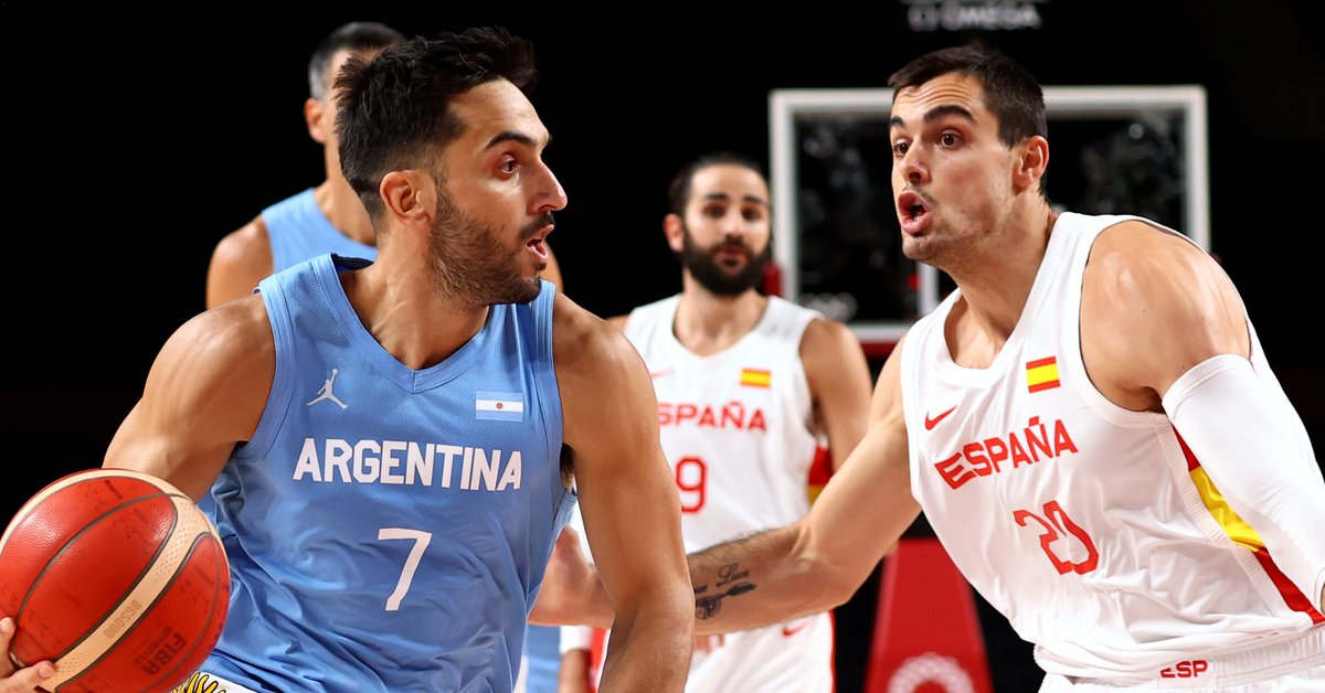 At the end of the second quarter the Argentine basketball