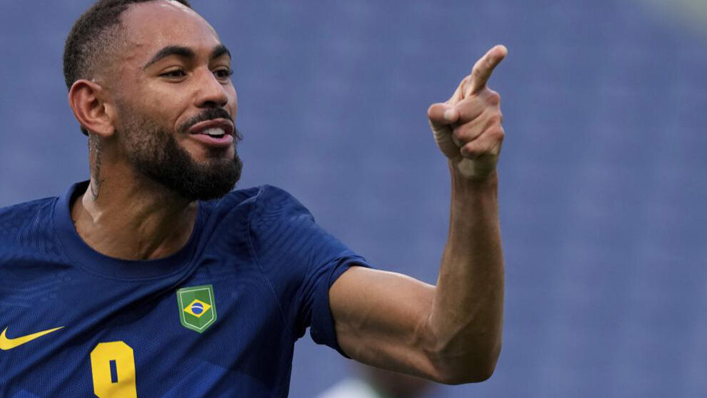 Brazil does not shine but already expects a rival in