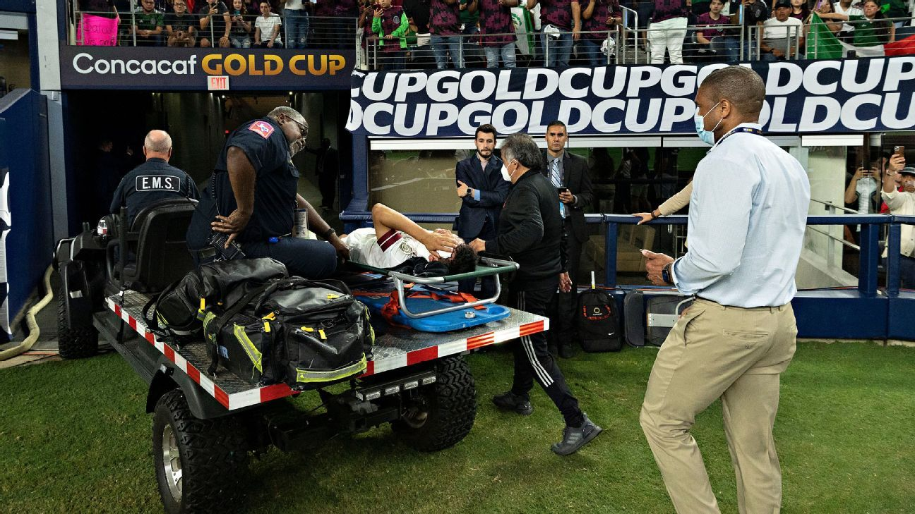 Chucky Lozano conscious in the hospital will be carried out