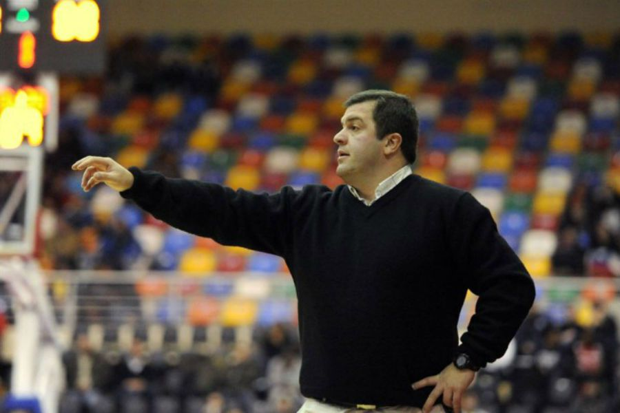 Cristian Santander coach of the Red basket The United States