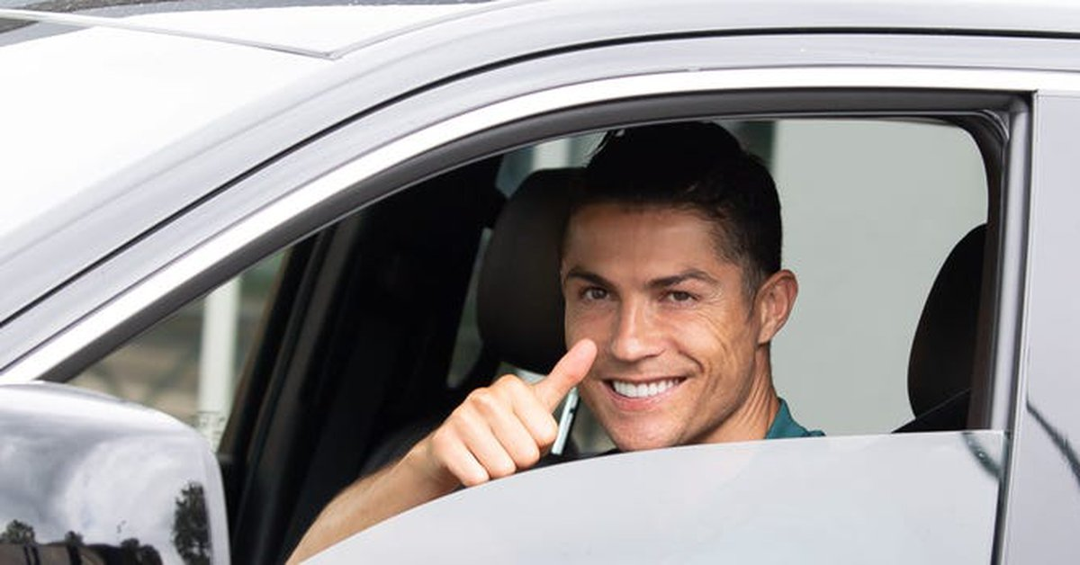 Cristiano Ronaldo opened the question about his future at Juventus with a luxurious photo