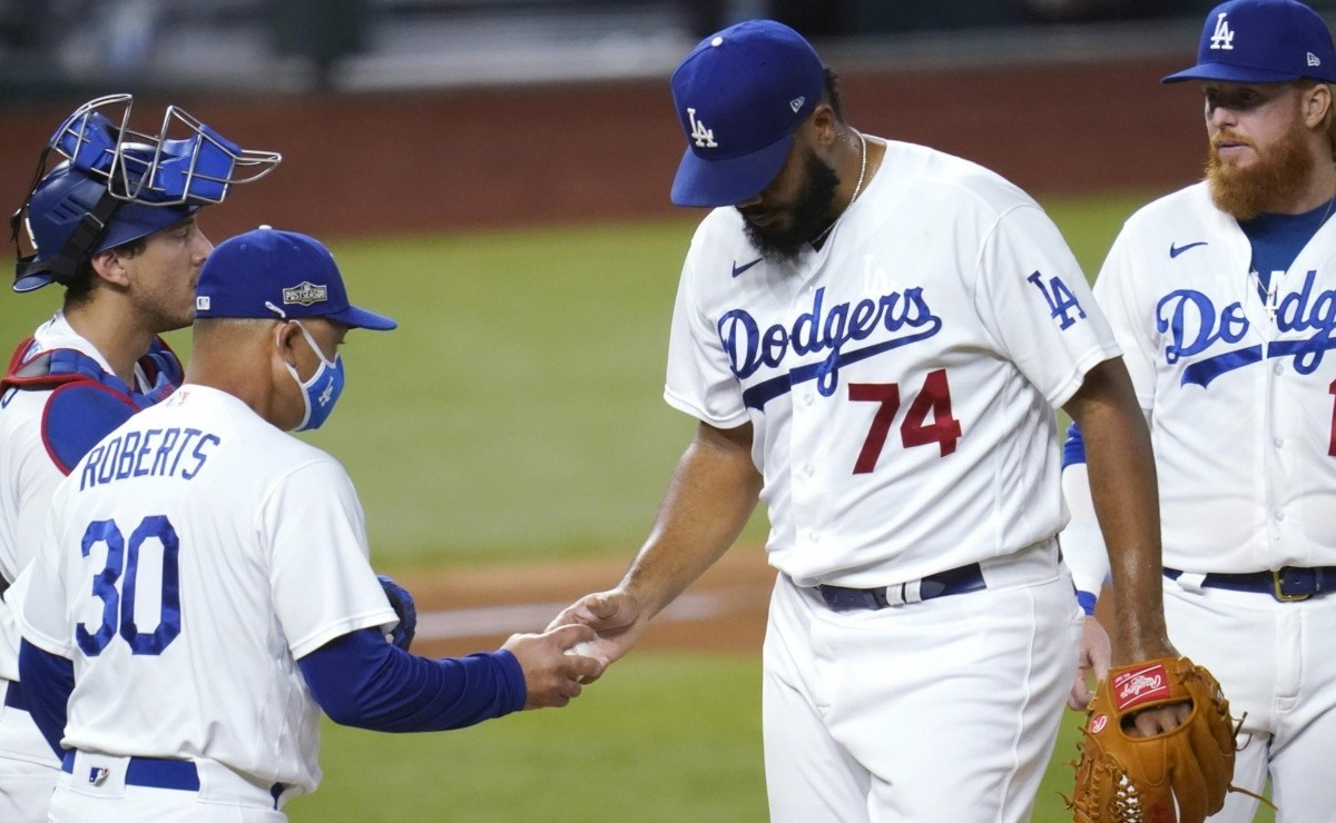 Dave Roberts is very upset with Dodgers fans after booing Kenley Jansen