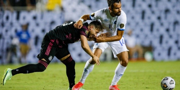 El Salvador falls to Mexico but borders on the feat