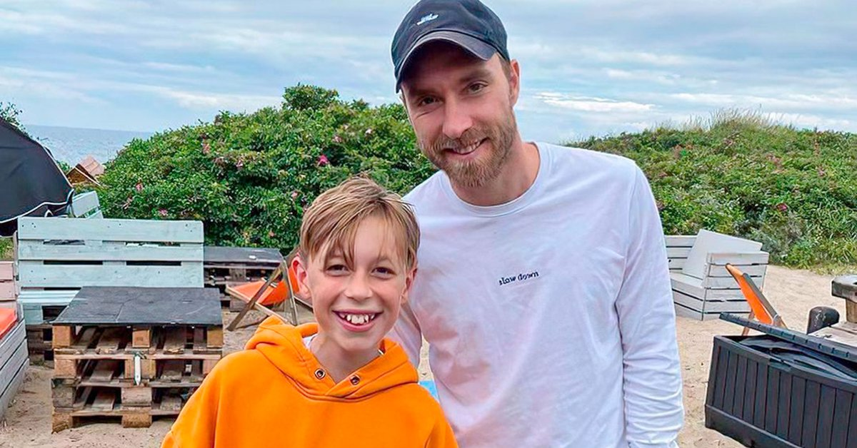 """""""How lucky I am!"""": The photo of Christian Eriksen with a Danish child that is all the rage on social media"""