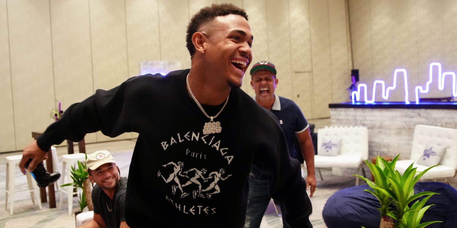J Rod surprised by his father in the Futures