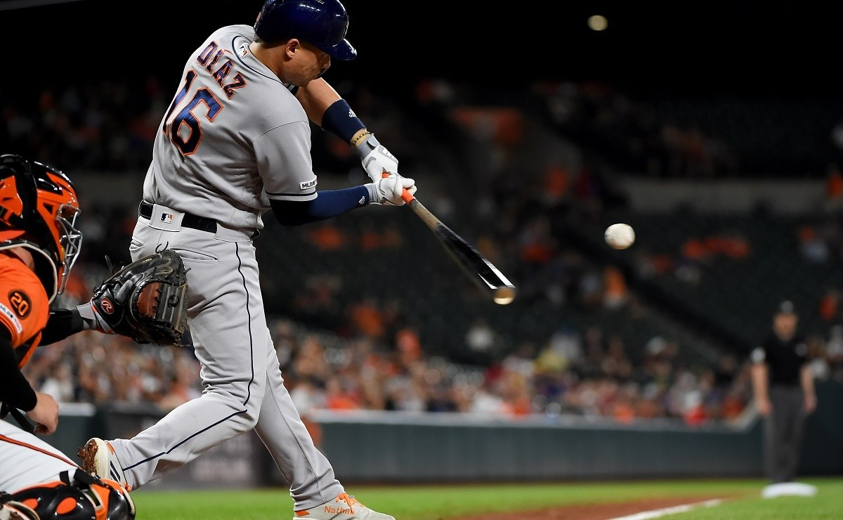 MLB Astros recovers Cuban utility while reliever restarts rehab