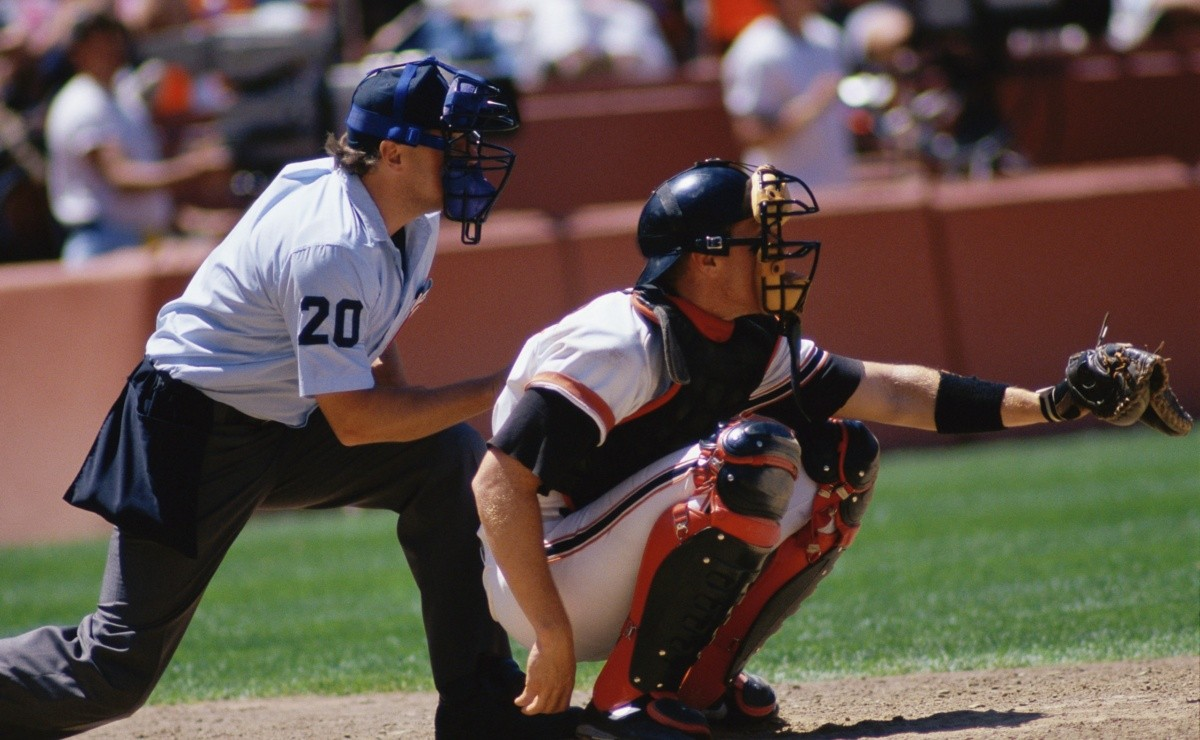 MLB: New! A replacement for pitcher-catcher signals?