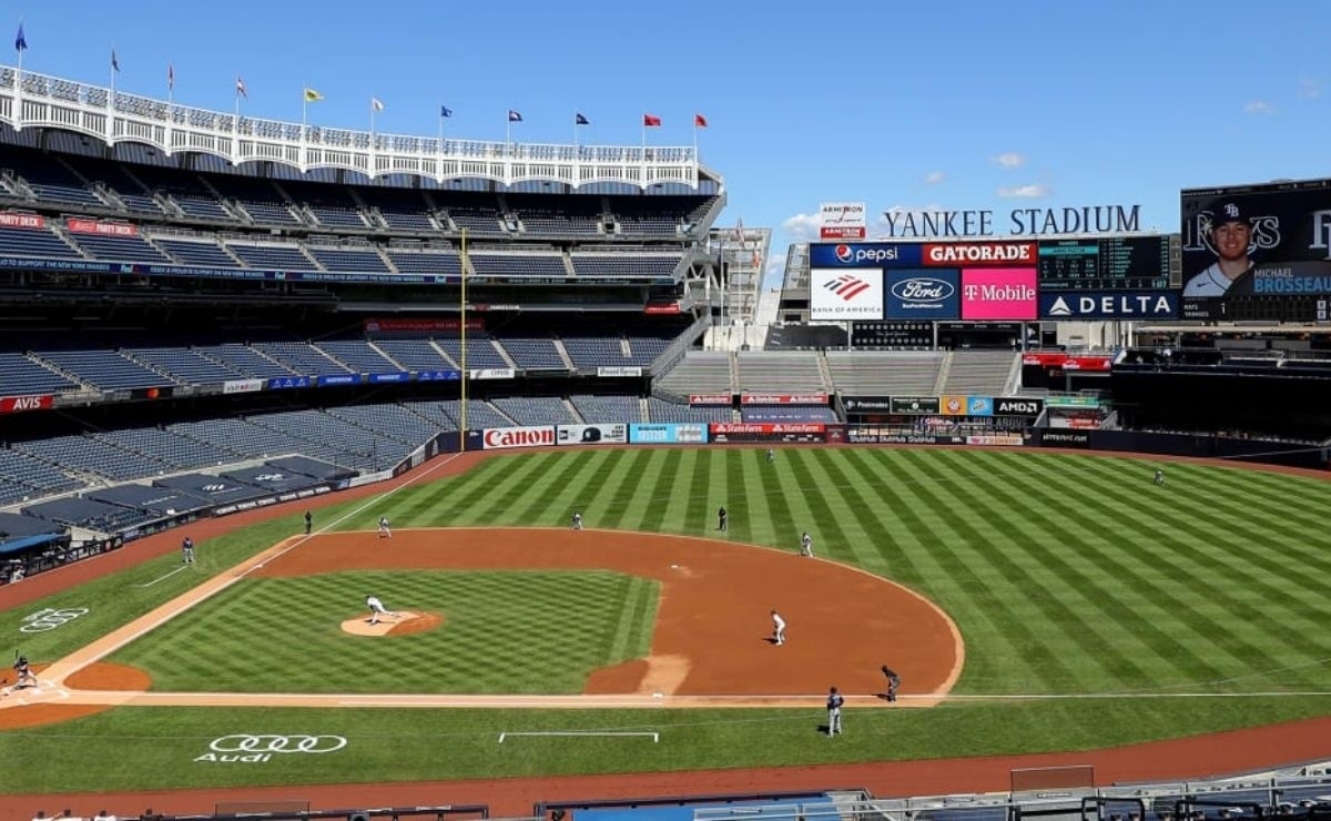 MLB Security tackles savagely to fan who invaded Yankees game