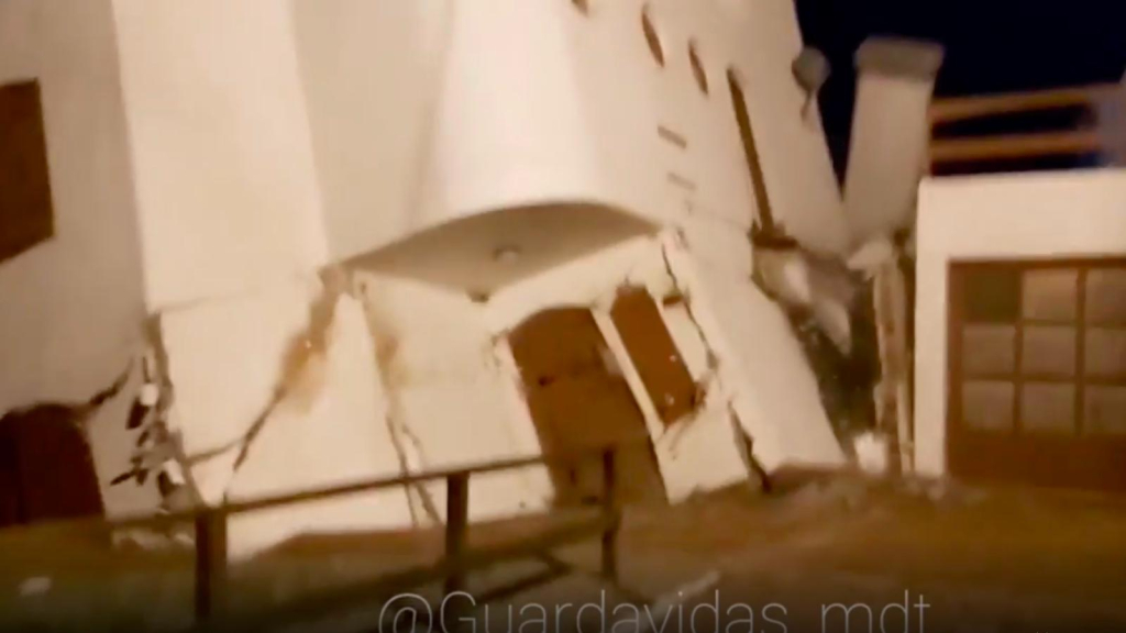 """So the sea is """"swallow"""" a house in Argentina"""