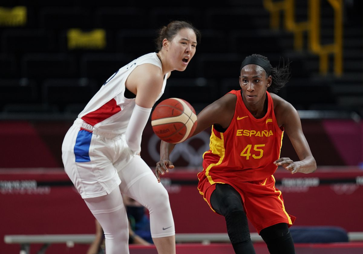 Ndour and Gil save the premiere of the women's basketball team against Korea