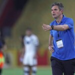Pellegrino, Velez coach, talks about the 'heat on the Monumental court' and acknowledges 'too many mistakes' by his team   Football   sports