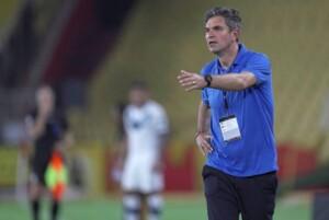 Pellegrino Velez coach talks about the heat on the Monumental