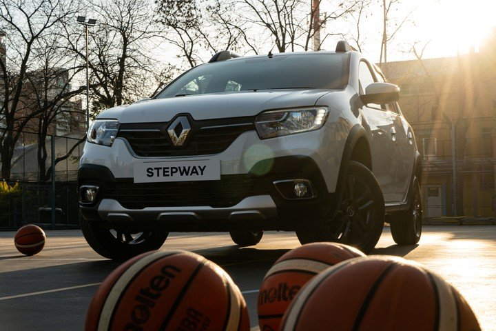 Renault STEPWAY is the flagship vehicle of the alliance between the brand and the Argentine Basketball Confederation (CAB).