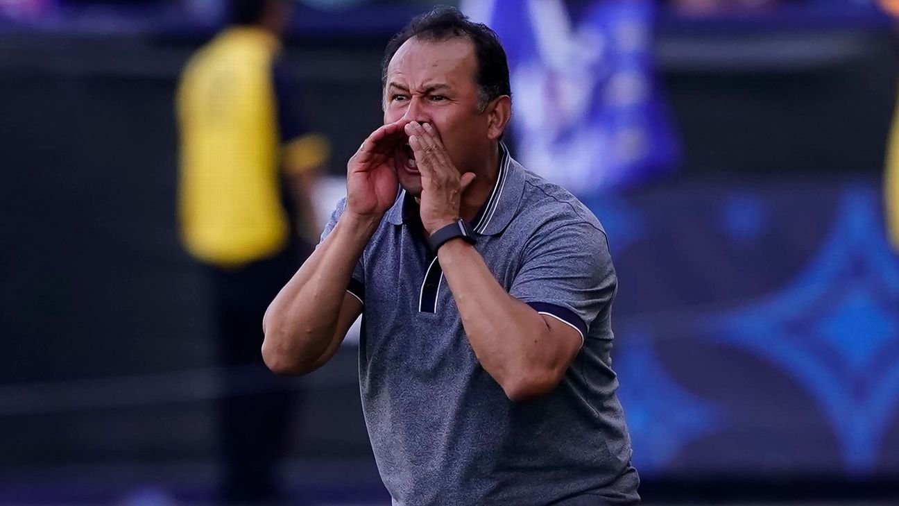Reynoso completes Cruz Azul call with four youth players due