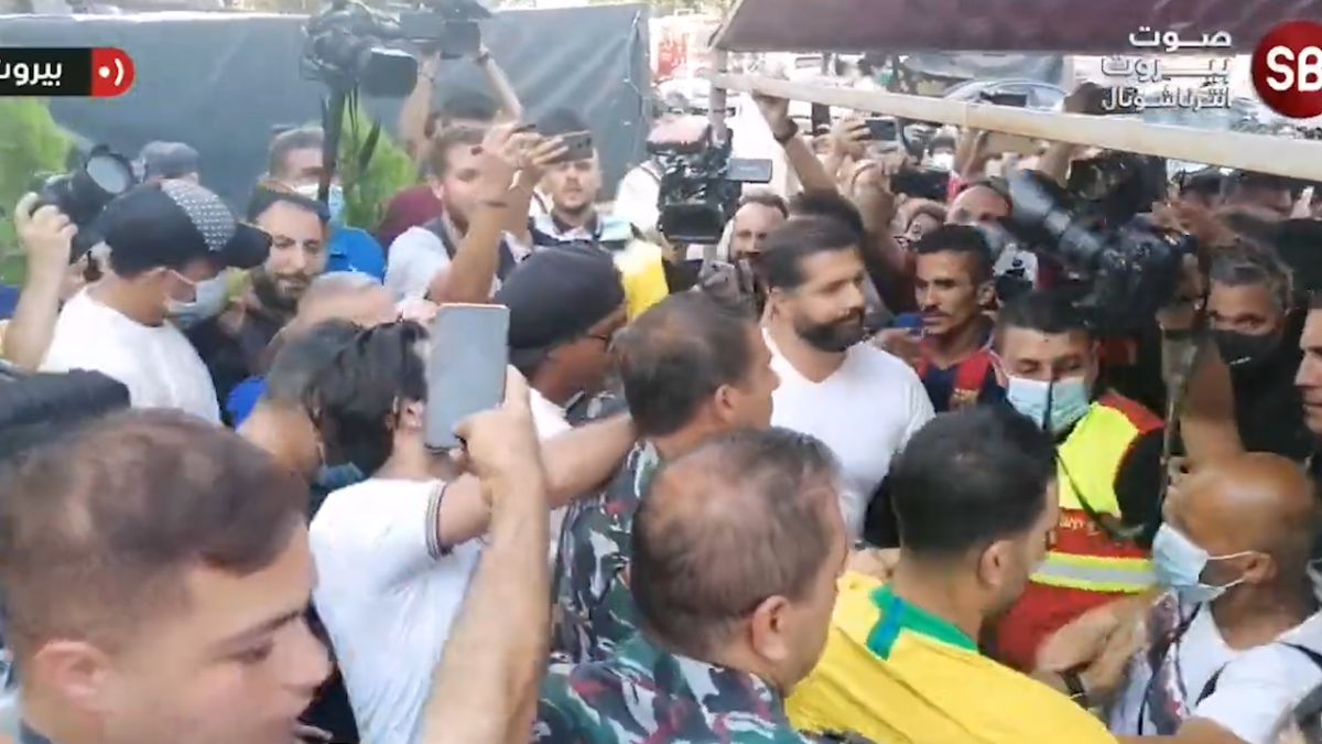 Ronaldinho runs off a fight in Beirut