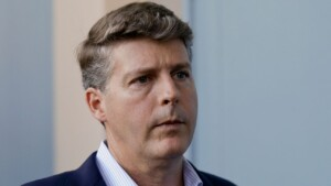 Steinbrenner won't stop Boone, blames players for bad Yankees timing
