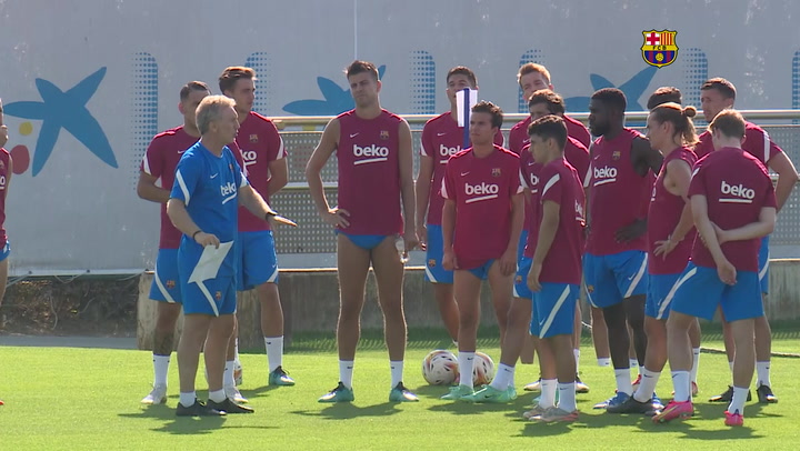 Barça morning training with Depay as the protagonist
