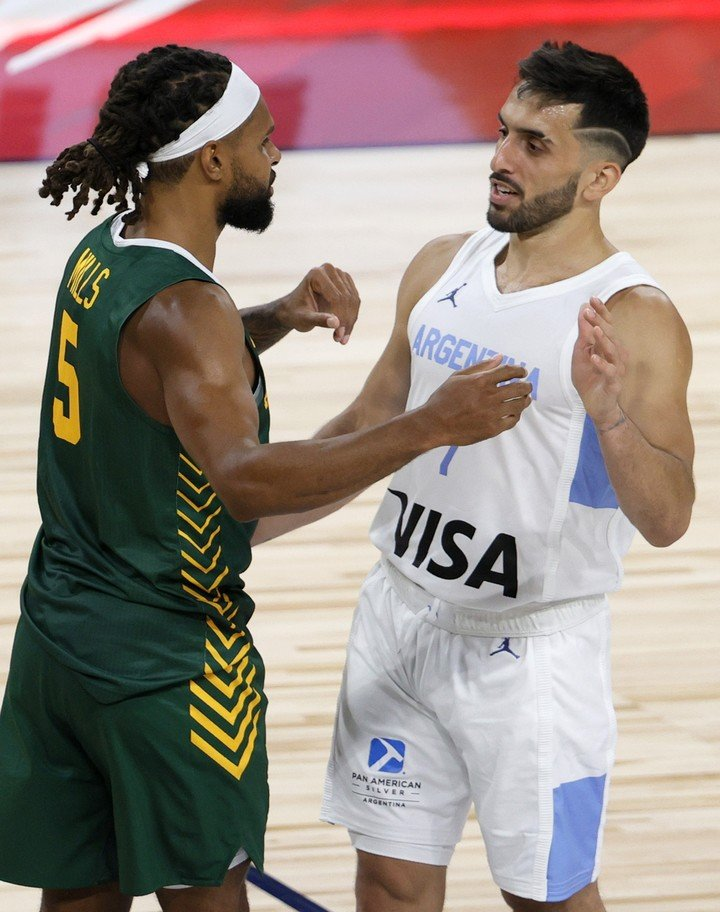 Mills against Campazzo, in a friendly in July, in the United States (afp).