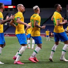 Brazil to semis and goes vs. Mexico, who thrashed