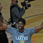 Dwight Howard returns with Lakers for a year