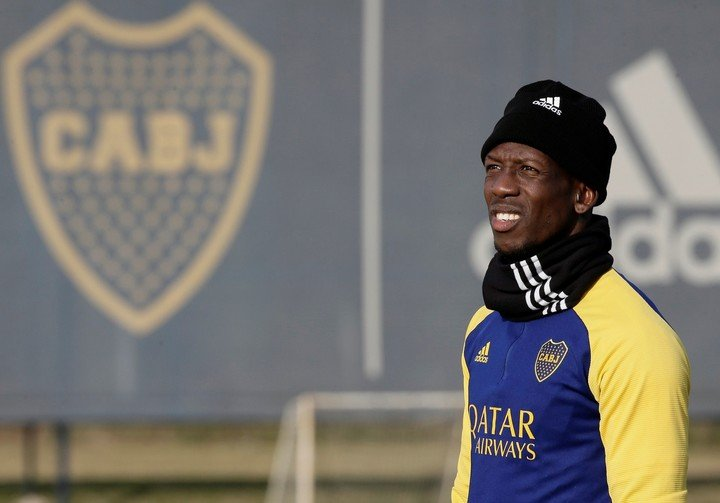 Advíncula is waiting for his authorization (Prensa Boca).