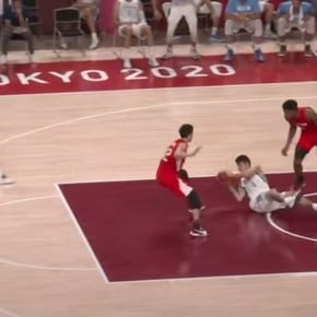 The viral play: Deck and Scola on the floor, Campazzo's trippy