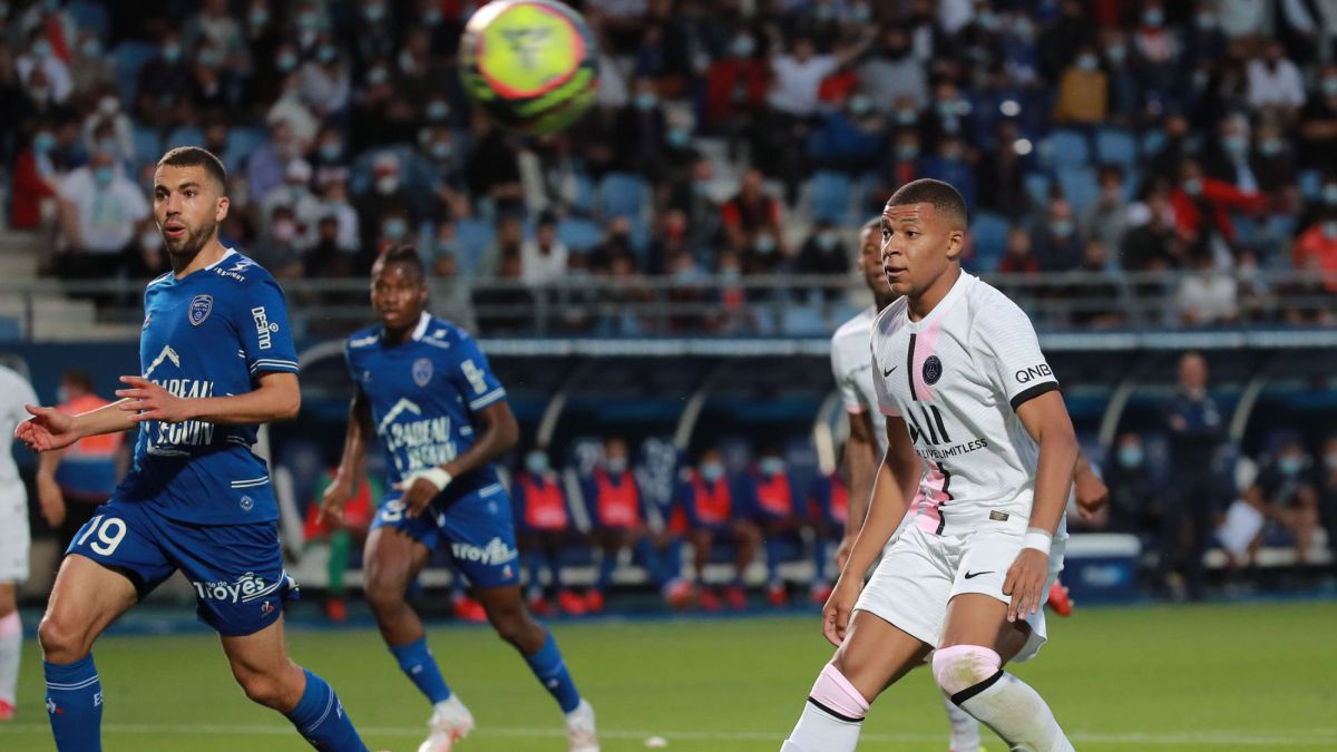 1628377938 PSG survive in Troyes