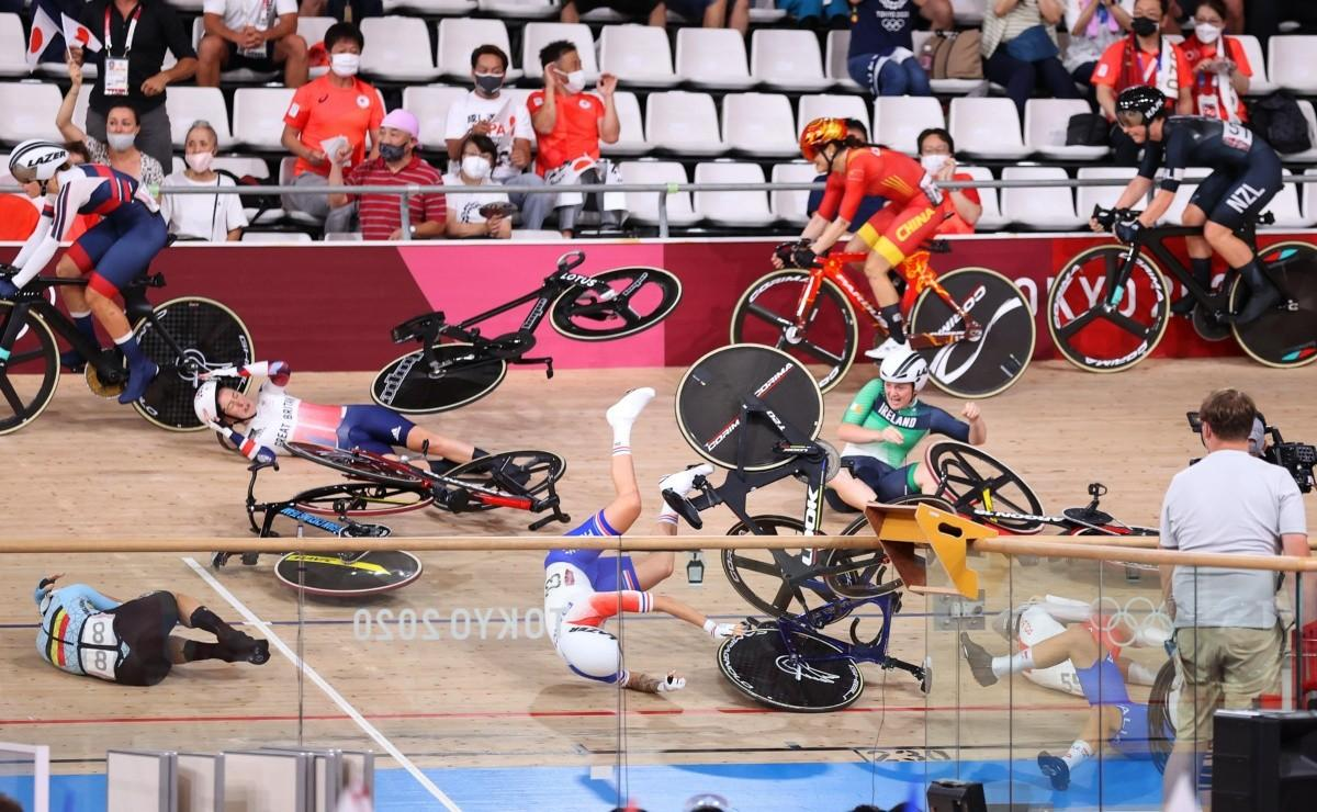 1628436947 Shocking disastrous multiple crash in Tokyo 2020 womens track cycling